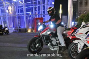 test ride rivale 800-6